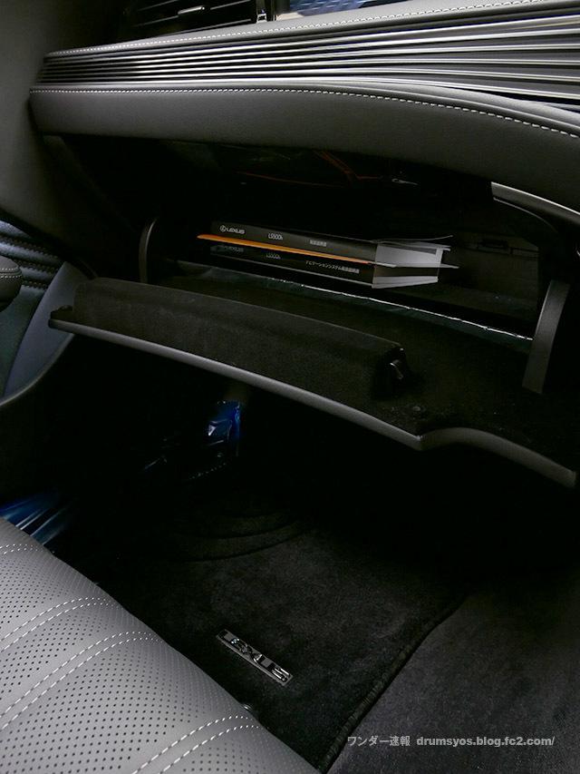 LexusLS500hvL52.jpg