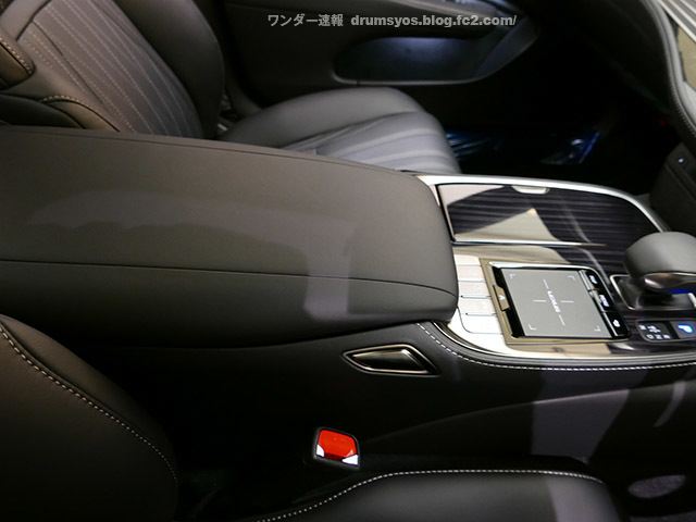 LexusLS500hvL56.jpg