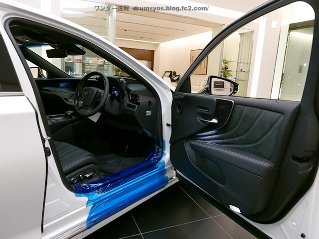 LexusLS500hvL76.jpg