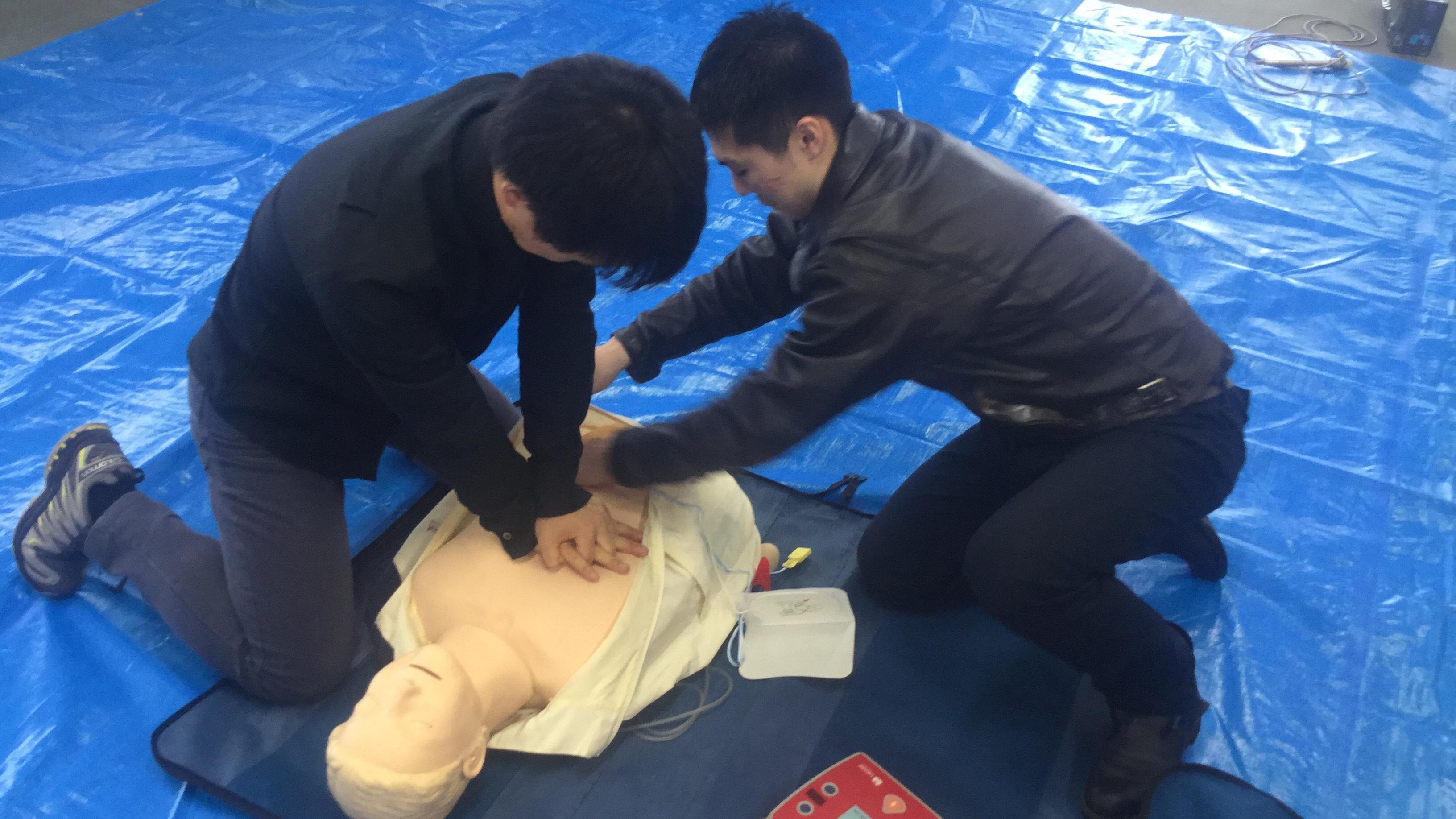 2017猿倉スキー場訓練 CPR見本見せてます