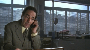 G1998_08 アメリカ人が好きなギャグ・電話に夢中で窓の外に気付かない?
