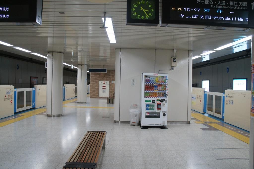 栄町駅02