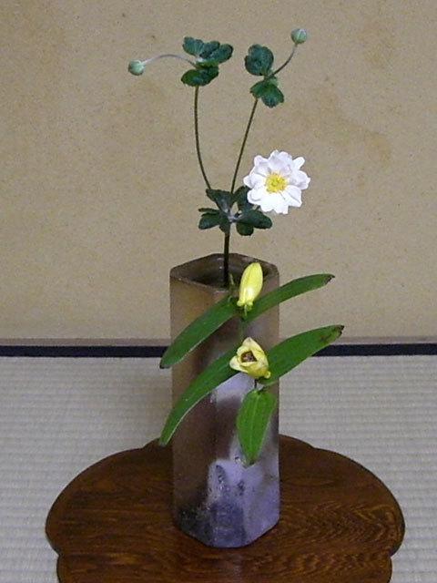 0000 新春の床飾り 上臈杜鵑草 秋明菊 備前 四方面取 伊勢崎満造