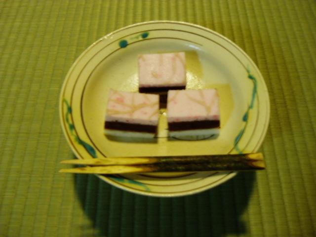 0000 茶席の和菓子 軒場の梅(のきばのうめ)