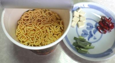 11/20発売 中華三昧 麻辣火鍋拉麺(内容物)