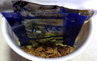 12/25発売 でかまる スタミナ旨辛醤油(内容物)