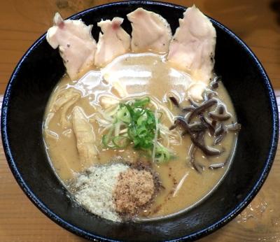 麺屋 一刃 にぼ醤油 鶏レア・全粒粉麺