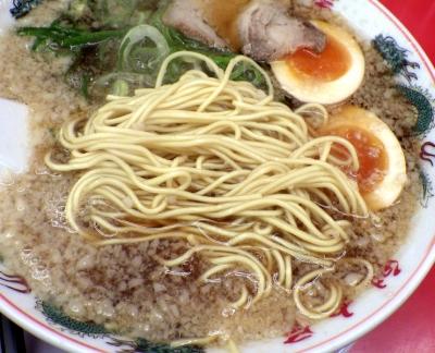 魁力屋 堺新金岡店 特製醤油味玉ラーメン(麺のアップ)