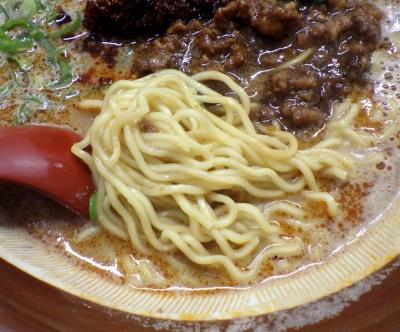 担々麺 信玄 麻辣白ごま担々麺(麺のアップ)