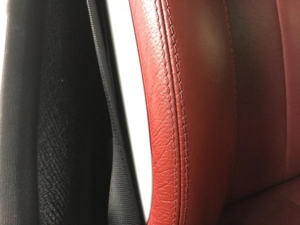 赤いレザーシート ひび割れ補修 ベンツSLK280
