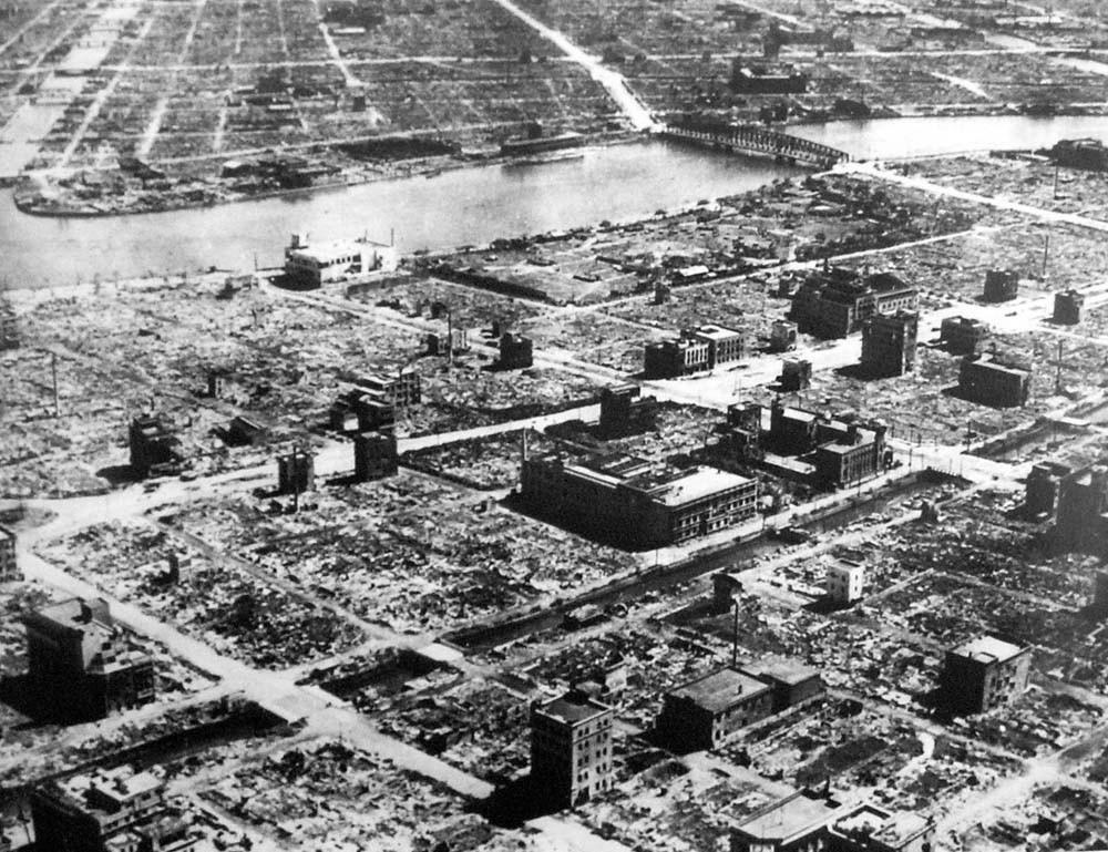 Tokyo_1945-3-10-1焼け野原の東京