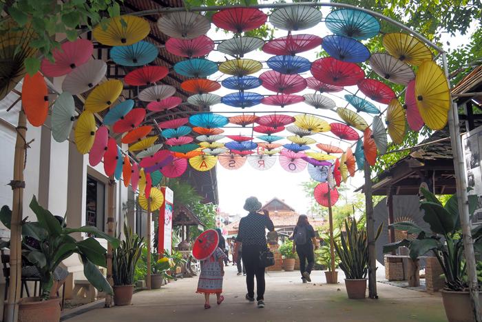 160手作り傘の村ボー・サン