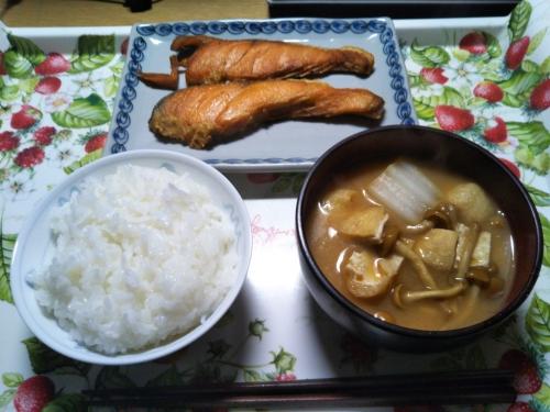 焼鮭となめこ汁