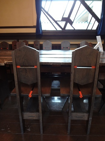 明日館食堂椅子