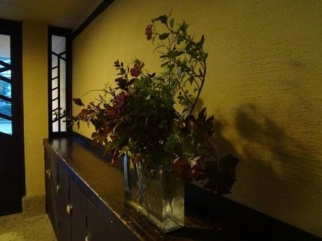 明日館入口の花