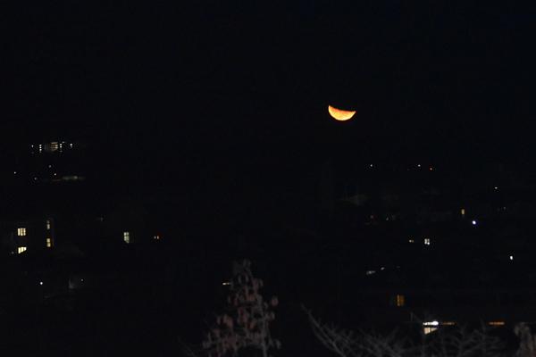 「二十三夜」下弦の月の出(11月11日、小松・三夜様境内から撮影)