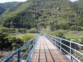 不老山登山口への吊り橋171009