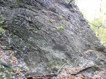 硬い岩肌171029