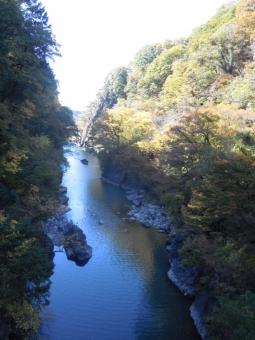 ダムの下のゆうふぉ同に通じる吊り橋から171112