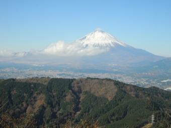 矢倉岳から下山途中に見えた富士山171203