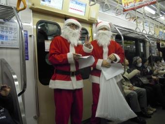 電車の中でサンタさんに遭遇171224