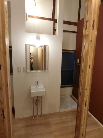 目白台シェアハウス2階廊下洗面台洗濯機置き場