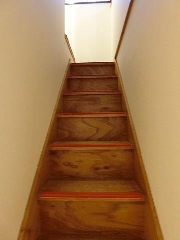 目白台シェアハウス階段