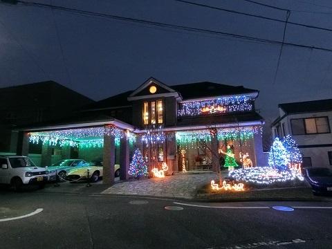 クリスマスクーさん邸前