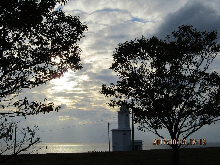 曇りの灯台2