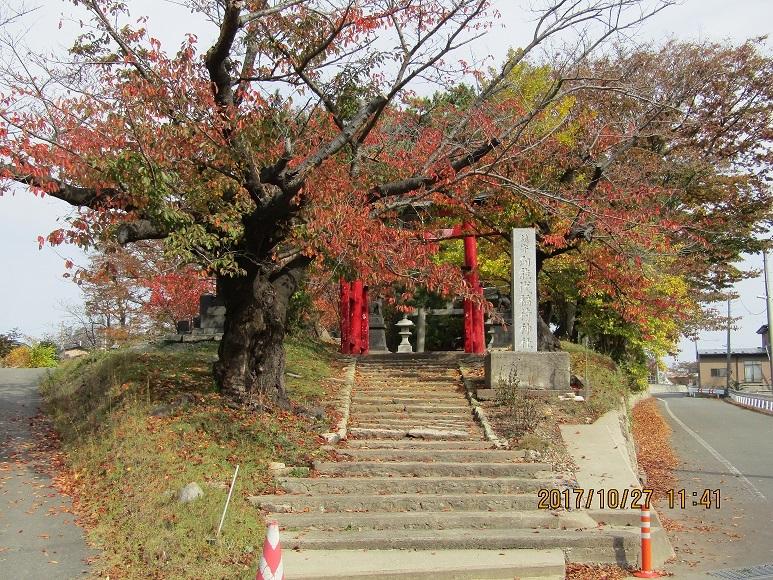 神社の紅葉。