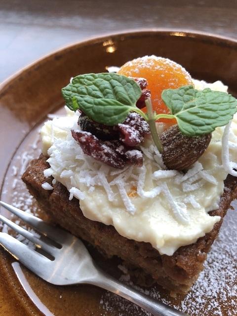カフェ ファーストペンギン キャロットケーキ