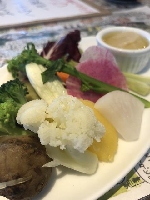 ファリナモーレ 庄内の畑でとれた本日の野菜のバーニャカウダ
