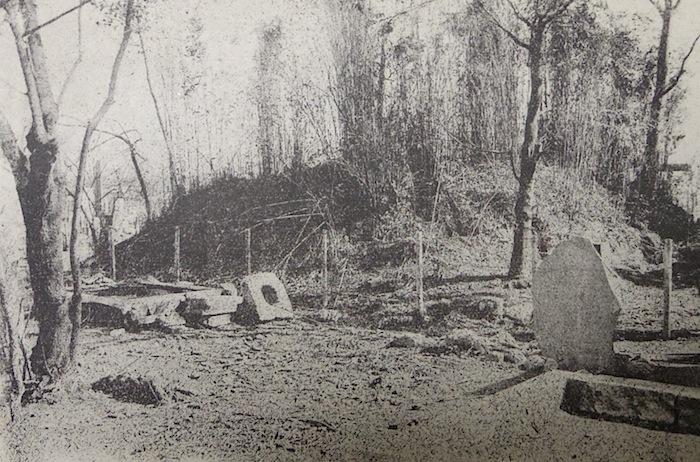 「牛嶋神社隣の古墳」