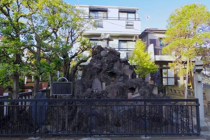「綾瀬富士」―足立区登録有形民俗文化財―