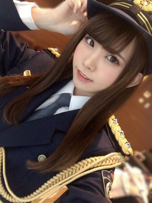 日本一のコスプレイヤーえなこさん(23)、千葉の幕張で一日警察署長を務める 可愛すぎ!