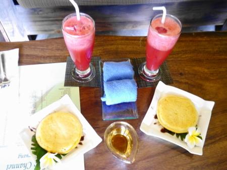 ウェルカムジュースとバリ風パンケーキ