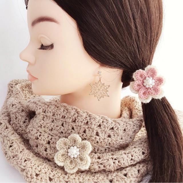 手編み雑貨 HanahanD 花モチーフ、ウールのヘアゴム パール