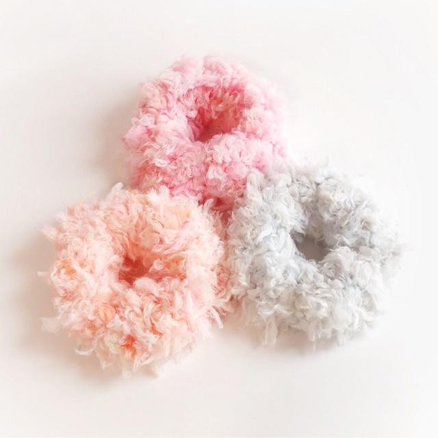 手編み雑貨HanahanD ファーの冬のシュシュ ヘアアクセサリーヘアゴム