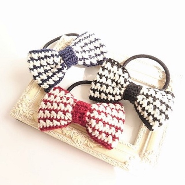 手編み雑貨 HanahanD リボンのヘアゴム 酒井藍着用