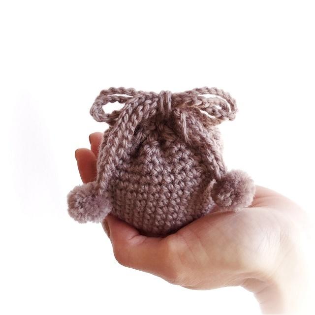 手編み雑貨 HanahanD 冬糸毛糸の巾着袋 ポンポン付き
