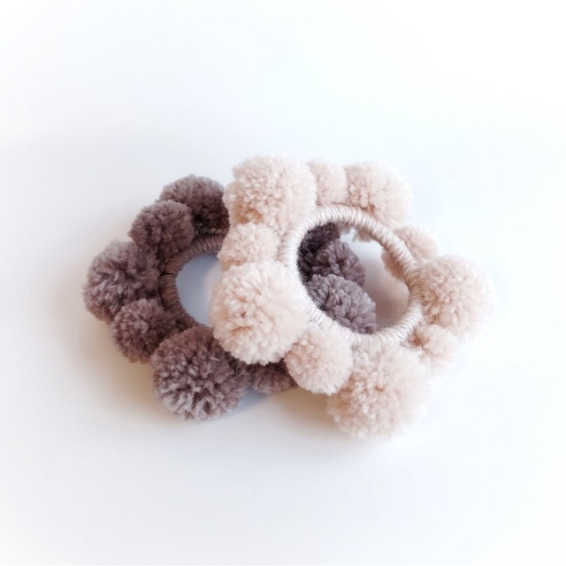 手編み雑貨 HanahanD ポンポン毛糸シュシュ ヘアアクセサリー