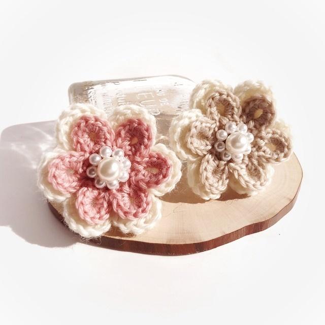 手編み雑貨 HanahanD 花モチーフ ウール冬のパールブローチ
