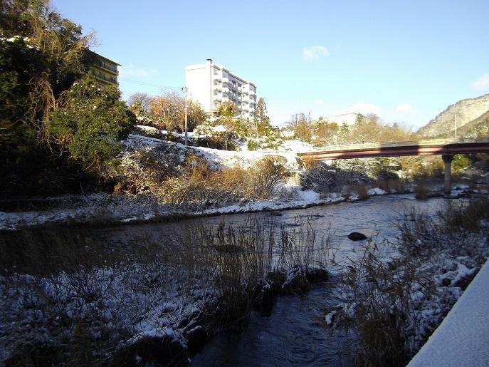 摺上川の冬景色