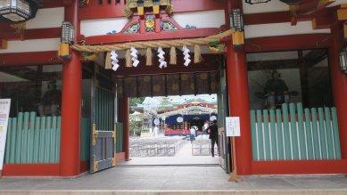 神門から本殿を望む