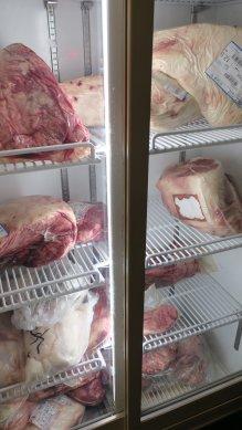 肉の冷蔵庫
