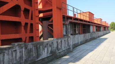 赤水門の上の道路