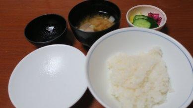お食事(白飯、香物、味噌汁)