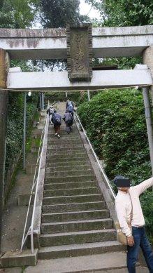 子之神社・鳥居と石段