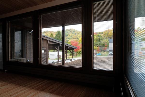 折り重なる屋根の家04