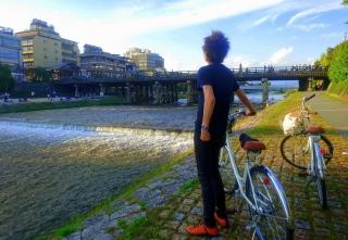 鴨川を見つめながら